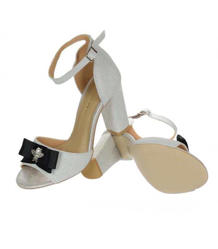 b658e3e913f1 Trblietavé strieborné sandále na hrubom podpätku s mašľou DSA048 ...