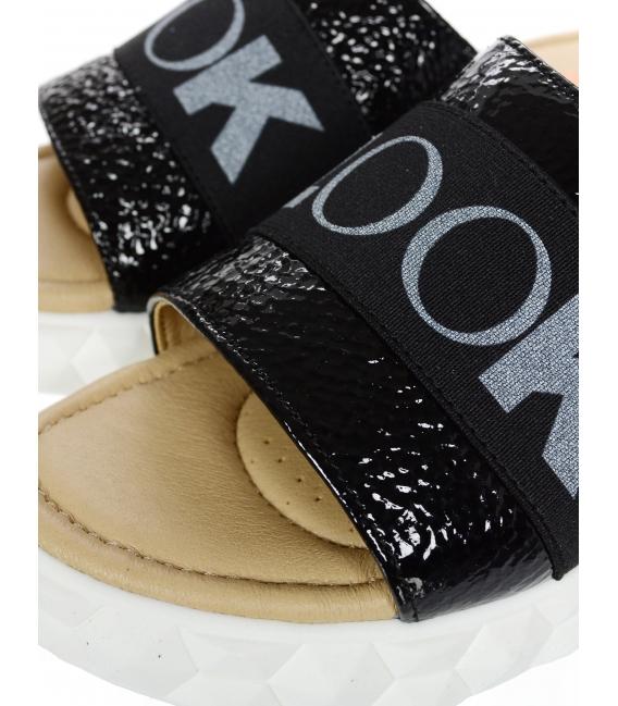 Čierne lesklé kožené šľapky s gumou DSL3000