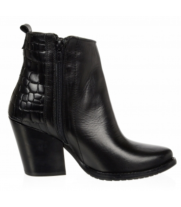 Čierne kožené čižmy western s kroko vzorom 4487