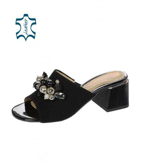 Černé kožené pantofle na podpatku s ozdobou na černém podpatku DSL2108-1976