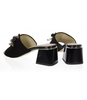 Čierne kožené šľapky na podpätku s ozdobou na čiernom podpätku DSL2108-1976
