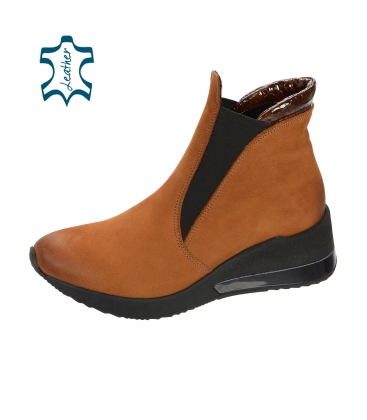 Čierne členkové topánky z brúsenej kože DKO3022