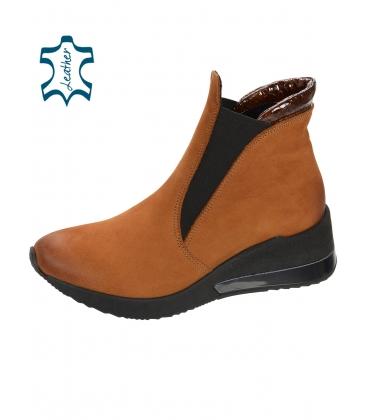 Černé kotníkové boty z broušené kůže DKO3022