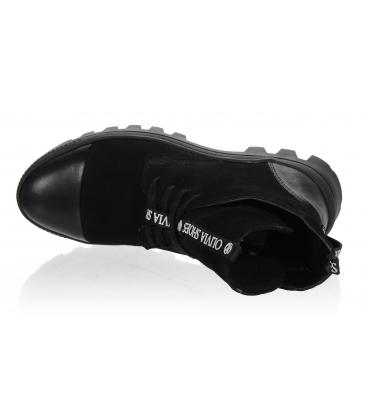 Černé pohodlné kotníkové kozačky s ozdobným páskem OL DKO2178