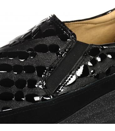 Černé slip-on tenisky s jemným vzorem na třpytivé podešvi DTE3316