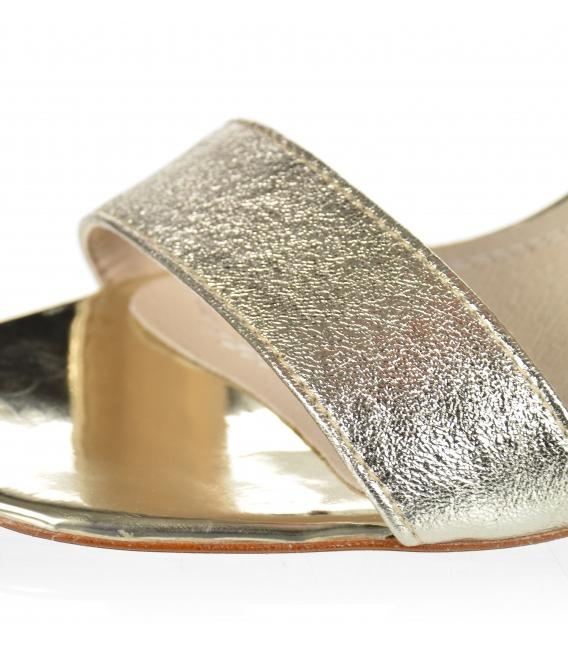 Strieborné elegantné sandále na štýlovom podpätku K2140