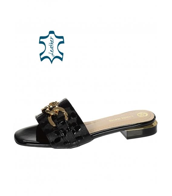 Čierne šľapky s kroko vzorom a zlatou ozdobou DSL2211