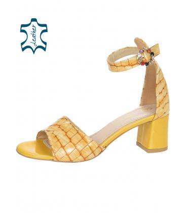 Žlté dámske sandále na hrubom podpätku s kroko vzorom DSA036