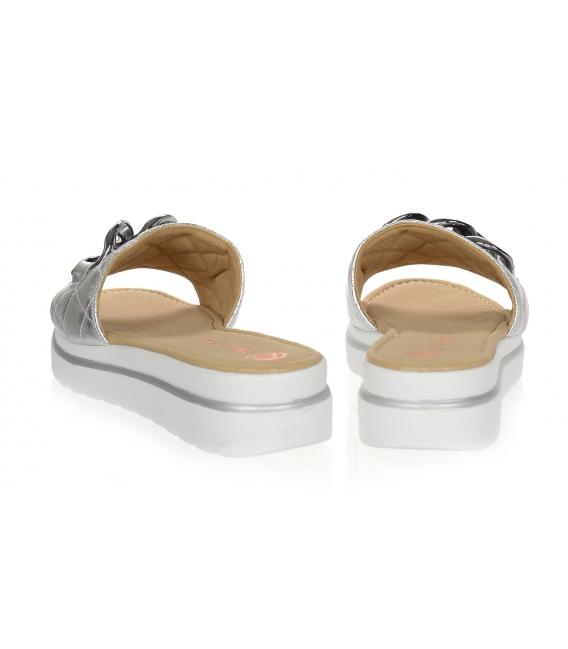 Stříbrné prošívané kožené pantofle s ozdobou DSL3400