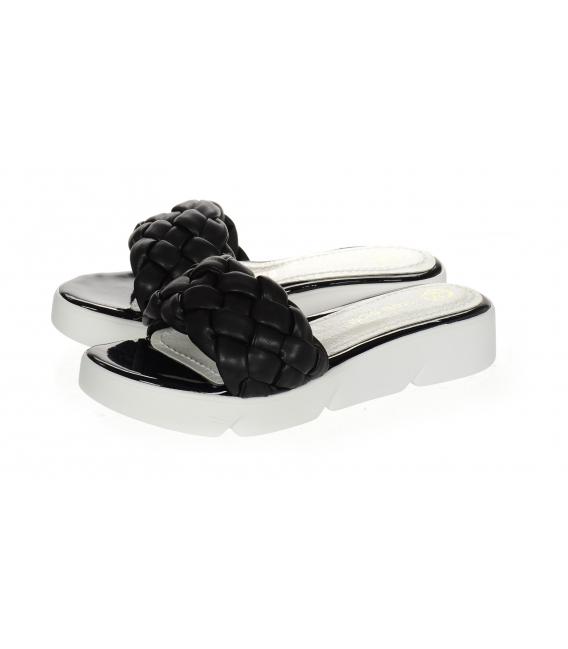 Černé propletené pantofle na pohodlné podešvi DSL2263