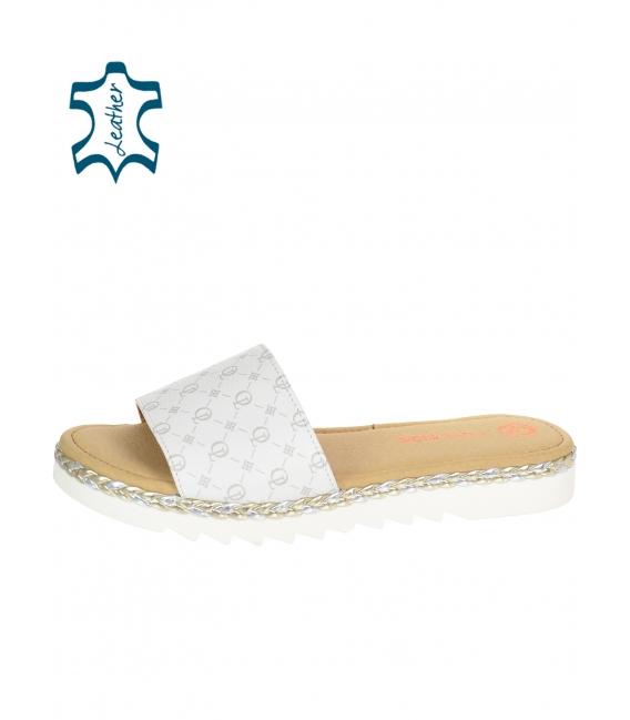 Biele pohodlné šľapky s monogramom OL DSL3401