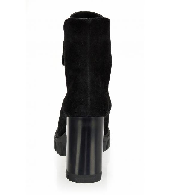 Čierne členkové čižmy na podpätku so zipsom 2310