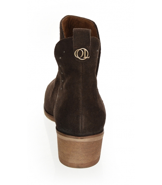 Hnedé vykrojené členkové topánky z brúsenej kože 2263
