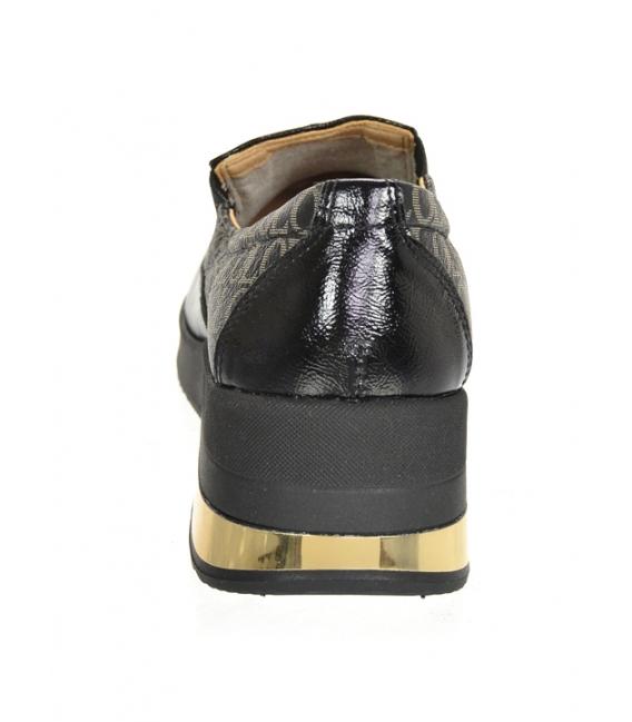 Čierne lesklé slip-on tenisky so zlatým monogramom OL na podošve KAMILA DTE3314