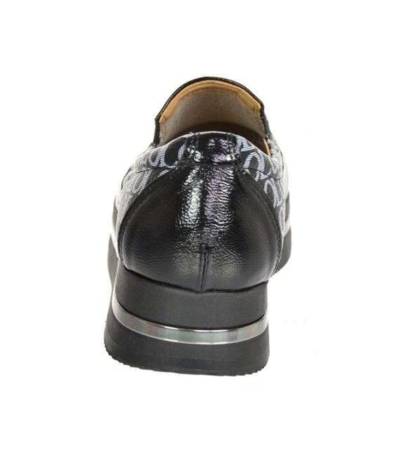 Čierne lesklé slip-on tenisky so strieborným monogramom OL na podošve KARLA DTE3314