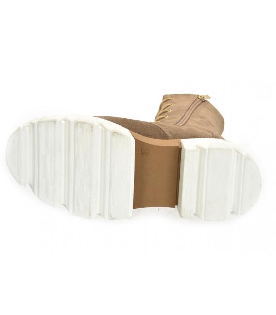 Hnedé štýlové členkové čižmy s bielou podošvou DKO2273