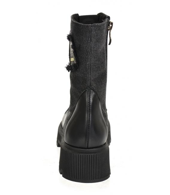 Čierne pohodlné členkové čižmy s nášivkou DKO2272