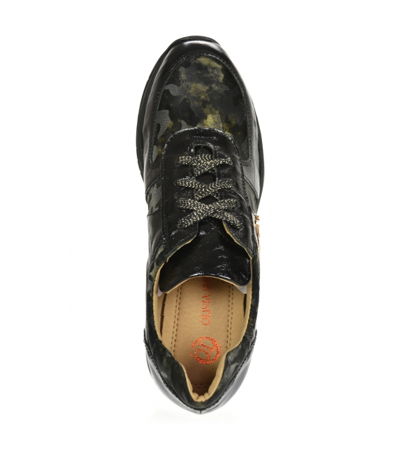 Black sneakers with a green camouflage pattern on the TAMIRA DTE3307 sole