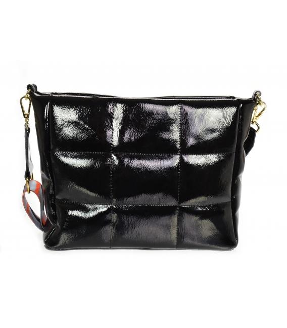 Čierna lesklá prešívaná kabelka so štýlovým remienkom WANDA
