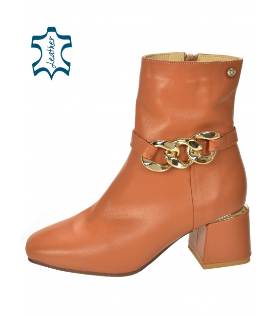 Discounted set of brown ankle boots on the heel with decoration DKO2286 + Brown smaller quilted handbag WANDA
