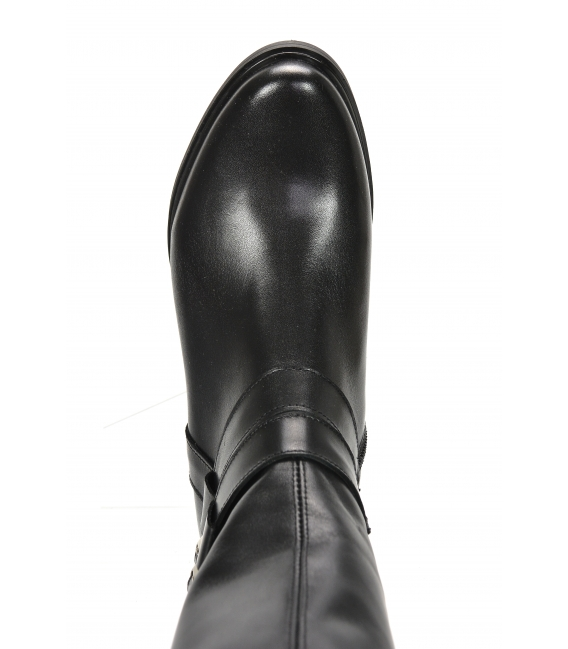 Black boots decorated with silver buckles 9011