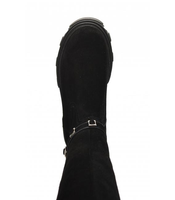 Čierne čižmy z brúsenej kože a ozdobným remienkom 9033