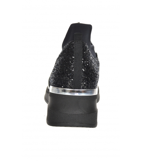 Čierne trblietavé lesklé tenisky s elastickým materiálom B800