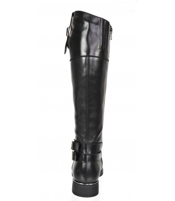 Čierne čižmy zdobené striebornými prackami 9011