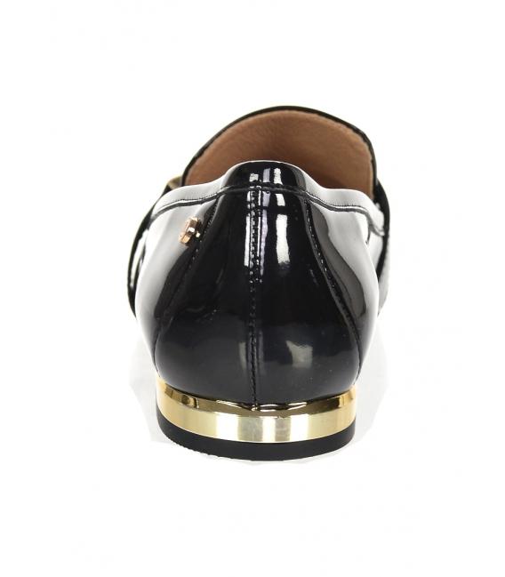 Čierne lakované elegantné poltopánky z hladkej kože so zlatou ozdobou 5042
